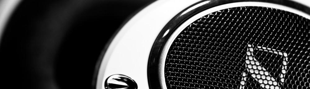 Sennheiser-Headphone-Wallpaper-BW